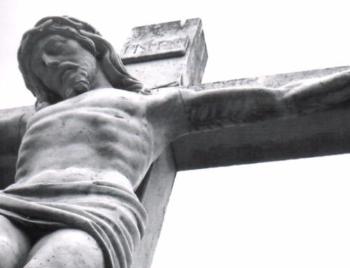 举行受难与复活节节弥撒